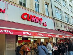 ベルリン名物のカリーヴルストを食べようと一番人気と言われるCURRY36へ