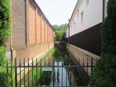 代官所内濠遺構 倉敷アイビースクエアは江戸時代の代官所跡地に建てられた旧紡績工場だった場所なんだそうです。