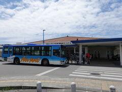 バスに乗って離島ターミナルへ到着