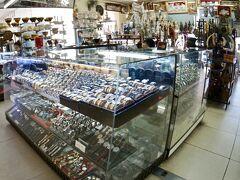 【タラートサオ(市場)】  時計等.....中古品ですかねぇ........  ちょっと、こういう市場は、なんか、お宝が眠っていそう........「ドンキ」っぽくて、ワクワクします...笑)