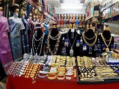 【タラートサオ(市場)】  この国も「金細工」がお好きな様です........