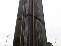 これが、モンパルナスタワーや。 パリにいれば、どこからでも見えるけど、登ったこと無いな。