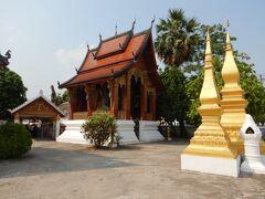 一服したところで歩いてお寺巡り まずは Wat Sensoukharam