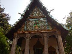 Wat Pa Huak プーシーに登り始めにあるお寺です。