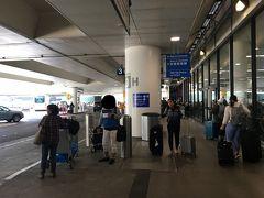 4/30(火)14:30 LAXにて友人と合流 2017-11ハワイ旅行の時、空港降りてすぐのバス停で 『25セント硬貨ってこれですか?』と自分が質問した人ですw それがきっかけで仲良くなり、今回の旅に誘いました。 その時の旅行記では『奈良さん』と書いてます