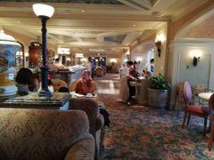でも室内は快適♪ 朝食はよやくしていたベッラヴィスタ・ラウンジで! ビュッフェ¥2,890