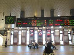 5月13日。 水島臨海鉄道で倉敷市駅に着いたのが12時53分。 少し離れたJR倉敷駅から出発する伯備線の出発は12時58分。 乗り換え時間が5分しかなく、かなり急ぎ足でJR倉敷駅へ移動してきました。