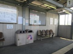 矢掛町に入って三谷駅。 この列車に乗った清音駅からここ三谷駅までの間は復旧に時間がかかって豪雨災害からおよそ2か月後の9月3日に運転再開されています。 高架線主体の井原鉄道ですが電気設備に被害があったようです(詳しいことはわかりませんが)