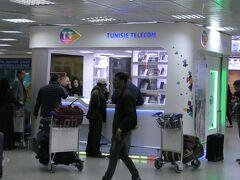 午後12時28分にチュニス・カルタゴ国際空港に到着。入国審査と手荷物がなかなか出てこなかったので空港で時間をロスした。空港の中のチュニス・テレコムでiPhone用の2週間使える4Gのsimを48チュニジアディナール(約1700円)で購入。