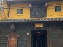 チケット2枚目使ってタンキーの家へ。  200年以上も前に建てられた商人の家だそうで、 現在も7代目の家族が住んでいるそうです。