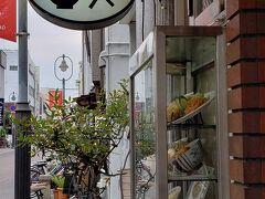 13時、食堂やまとに到着。  デミカツ丼を食べるぞー(^o^)丿  ちょうど食べ終わった人が出てきて すんなり入店。
