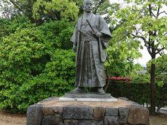日本史に弱い私でも知っている高杉晋作像  このあたりで、みんな同じに見えて来ちゃいましてね(爆) 場所を変えようかと(^_^.)