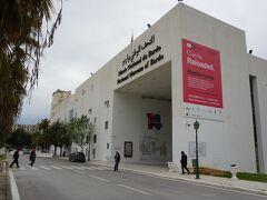 バルドー博物館はチュニス市の西5㎞にある。ル・バルドー駅から歩いてバルドー博物館へ入ると写真の建物が見える。