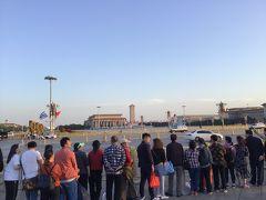 天安門広場は封鎖されてて近づけず。