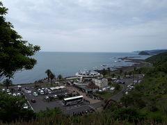 道の駅に到着。  遊歩道があったので歩いてみました。遠くまで広がる海岸線に、期待が高まります。