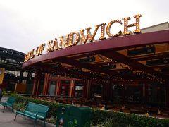 さて、アナハイム2日目の朝です。 本日はダウンタウンディズニーのサンドイッチ屋さんでモーニング♪