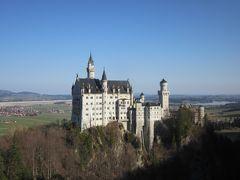 シャトルバスに乗ってマリエン橋の近くで降り、橋からノイシュバンシュタイン城を撮影しました。
