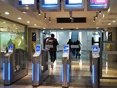4日目。 一旦パリのホテルをあとにして、リヨンへ向かいましょう。 スーツケースはホテルに預けて、身軽に出かけます。 RERでパリリヨン駅(Gare de Lyon)へ。  事前にSNCFのサイトで予約しておいた、TGVに乗ります。 7年前とは違い、QRコードをかざす改札になっていて、随分進化していました・・