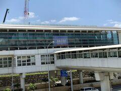 10:31   沖縄のモノレール「ゆいレール」で  おもろまち駅でレンタカー借ります。