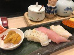 商店街の中のお寿司 丸伊というお店 すごい行列でした。
