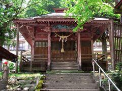 日帰り入浴施設「せみの湯」の近くにある湯前神社では源泉が湧き出ており、飲泉も可能になっています。