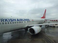24日、ベネチアのマルコポーロ空港では、ターキッシュエアラインズのイスタンブール行きが待ってくれてます。頭のTが写ってないんですが、間違いなくトルコ航空の飛行機です。         所要時間2時間半とは言え、国際線なので早めに空港に行きました。 09:25ベニス発TK1868→12:55(現地時間)イスタンブール着。機内食もちゃんと出ました。トラブルもなくスムーズなフライトでした。