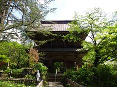 チェックアウト後は近くにある「吉祥寺」へ。(拝観料500円) 1815年に再建された山門は楼上に上ることができます。