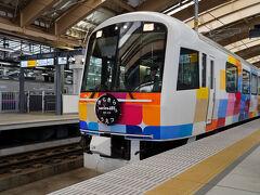 新潟駅からは、10:11発の臨時快速『きらきらうえつ』に乗り換える。 指定席券だけで乗ることが出来るので、羽越本線沿線を旅する時には重宝する列車だ。 とは言え、こちらも今年9月で廃止となってしまうのだが。 その後は、五能線を走る『リゾートしらかみ』のような列車になるらしいが、今のように気軽に乗れる列車であって欲しい。
