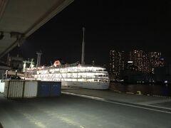 竹芝桟橋へ 珍しく反対向きに留まっている 本船、さるびあ丸ともあと一年でお別れだ
