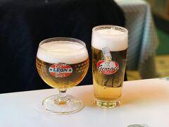 夜は念願のChez Leonで!まずはベルギービールから!