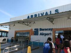 カティクラン空港までは1時間。 外眺めてたらあっという間。  なんてちっちゃい空港!可愛すぎるっっっ