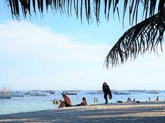ボホール島周辺で一番有名なビーチだが、思っていたより落ち着いている。 音楽を聴きながらウトウトして、体がほてってきたら海で泳ぐを繰り返す。