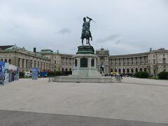 新王宮とオイゲン公の騎馬像