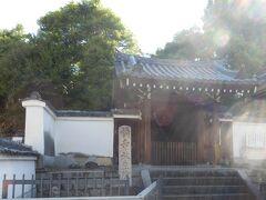 橋寺放生院(一般に橋寺とよぶ)は宇治橋の守り寺と云われている、宇治橋は日本最古の橋と云われおり架橋されたとき以来(646年)宇治川は何度も氾濫しており古来の人達が仏様に庇護を求めたと想像できます、仏様だけでなく宇治橋西詰袂にある橋姫神社は宇治橋の守り神とされています、神仏両方に庇護を求めるのは珍しいですそれだけ氾濫が恐れられていたのでしょう