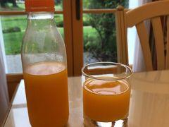 最終日の朝を迎えました。  最終日の朝食は、残り物と昨日買ったフレッシュオレンジジュース。 日本にもこの機械があったらな~