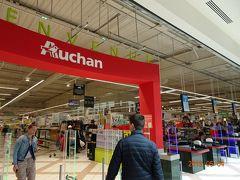 Auchan という巨大スーパーでお菓子を購入