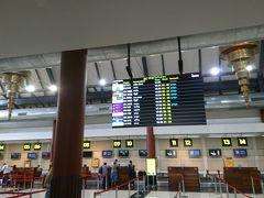 13時30分にチェックアウトし、空港まで送ってもらいました。まだ早いのか、MI(SQ)のカウンターはすいています。