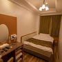 前日に定時で上がらせてもらい 茨城空港から飛行機で神戸入り。 そして大阪の十三で前泊です。 一部はガラの悪いお下品な地域もありますが 安いホテルがあるしとても便利な場所なので 十三には良く泊まります。  今回は前日に予約したラブホ(笑) ビジネス利用も出来るホテルで シングルのお部屋もあるんですよ〜。  やたらと寝心地の良いベッドなので 翌朝よく調べてみたら シモンズのマットレスでした!
