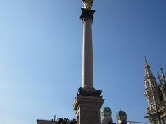 金の聖母像 マリエン広場の真ん中に立っています。