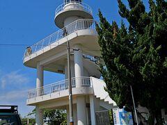 灯台の周りに展望台が造られている