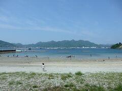 次に訪れたのは「シーサイドのうみ」という温泉施設の前にあるビーチ。