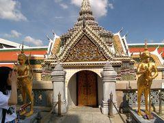 黄金の仏陀像が神秘的です。