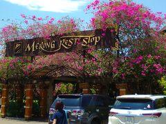 昼食会場は幹線道路沿いにあるかなり規模の大きなレストランでした。
