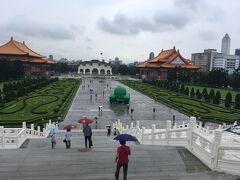 雨の中正紀念堂です。