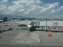 ソフィア国際空港に着きました。のどかで、日本の地方空港のようです。