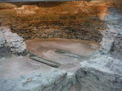 ソフィア中心のセルディカに戻ってきました。城塞都市の遺跡は、メトロ地下区間工事で偶然発見されたもので、この遺跡の保護のためメトロ開業がかなり遅れたそうです。