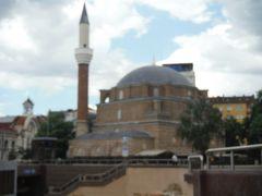 1566年のオスマン朝のときできたイスラム寺院です。