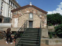 一方、迫害された、当時のキリスト教信者はこのように地下でひっそりと集まり祈っていたそうです。
