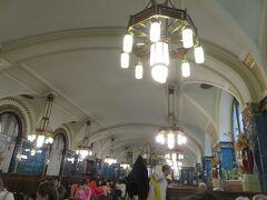 市民会館に地下にある有名なレストラン[プルゼニュスカー レスタウラツェ] でランチ。ムシャなどが内装にかかわっているところ。