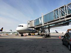 ミュンヘン国際空港に着きました。  ANAの素晴らしいのはミュンヘン国際空港のスタッフさんにちゃんと連絡が行っていまして車椅子を準備してくれました。早速ダンケシェーンです。  で、皆さんとはルートが異なるためこういったアングルの写真が撮れました。